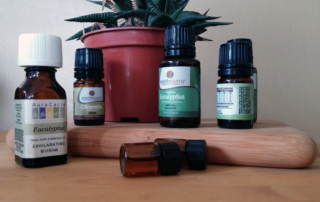 essential-oil-1544439_1280